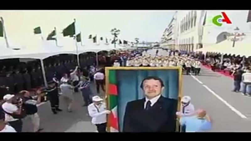 Pòtré Abdelaziz Bouteflika té adan défilé-a
