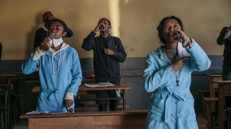 """Covid-19.Malgré le """"remède miracle"""" du président malgache, le ministre de la Santé alerte sur l'épidémie"""