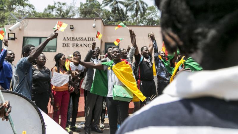 Ici, ce «n'est pas un DOM-TOM»: manifestation au Cameroun suite aux propos de Macron