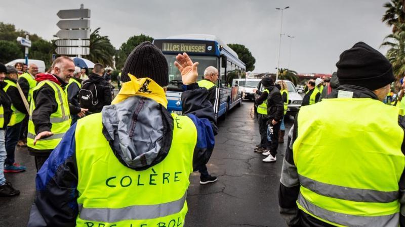 «Gilets jaunes» : indignations après des agressions homophobes, islamophobes et anti-Noirs