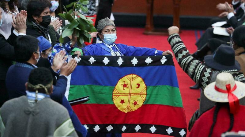 Chili : une Indienne mapuche élue présidente de l'Assemblée constituante