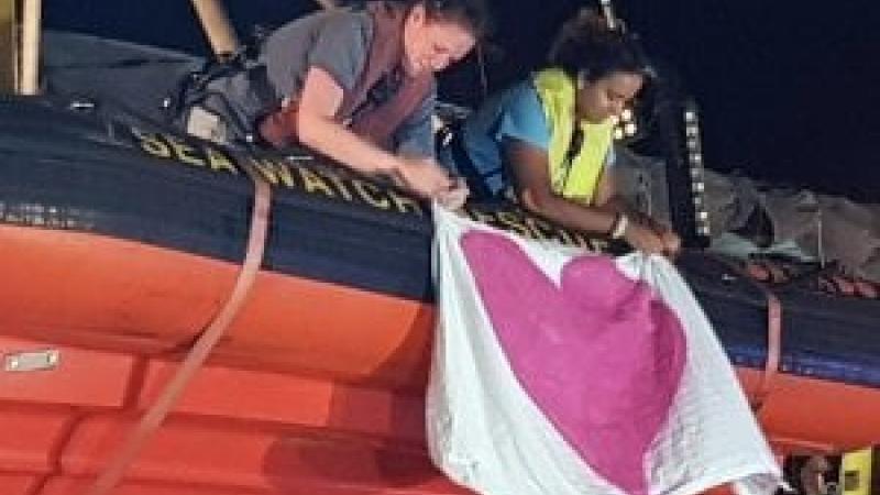 La vergogna sul molo di Lampedusa