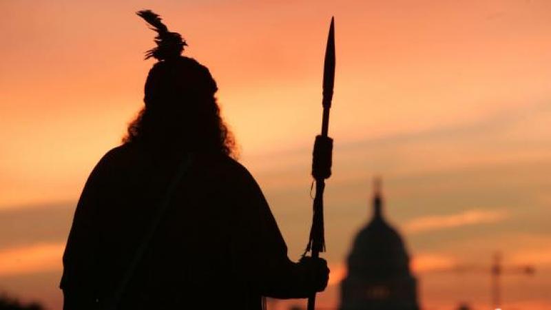 Aux États-Unis, la langue des indiens Cherokee menacée d'extinction par le Covid