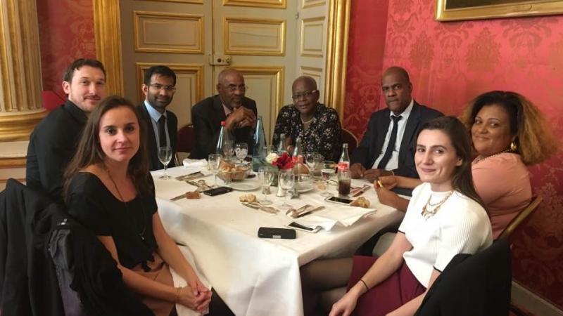 EMBAUCHE D'ANTILLAIS : NOS PARLEMENTAIRES DONNENT L'EXEMPLE