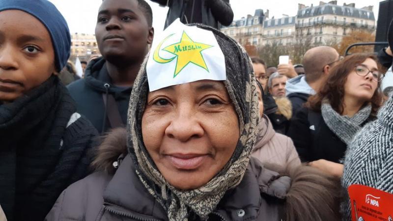 SI LES MANIFESTANTS CONTRE L'ISLAMOPHOBIE AVAIENT ARBORE DES CHAINES D'ESCLAVE...