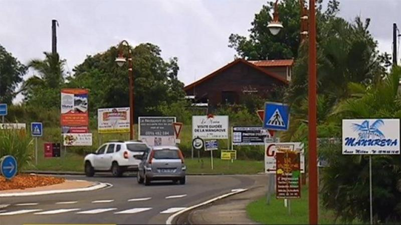 LA POLLUTION DES PANNEAUX PUBLICITAIRES EN MARTINIQUE