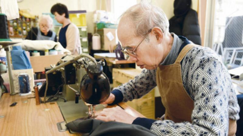 """Japon. Une """"société sans âge"""" où les retraités meurent à la tâche"""