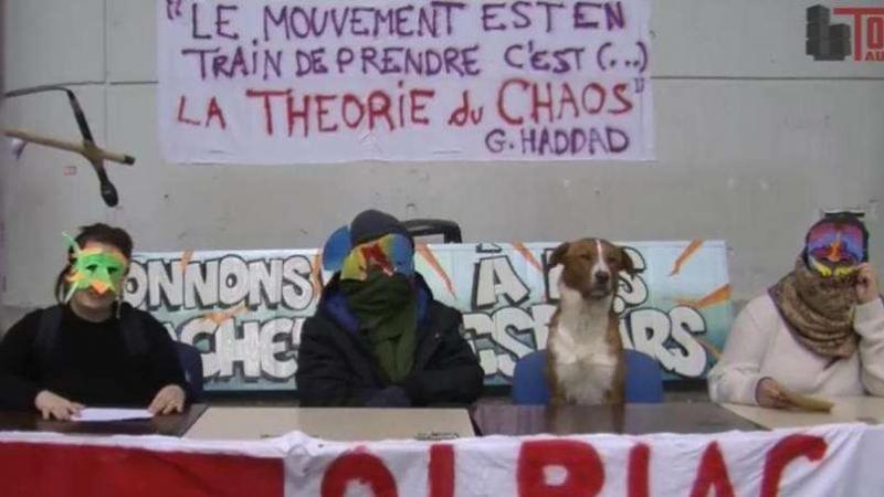 La «conférence de presse» surréaliste des étudiants bloqueurs de Tolbiac
