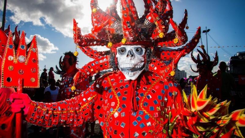 Un peuple indépendant annule le carnaval, une population dépendante veut le maintenir à tout prix