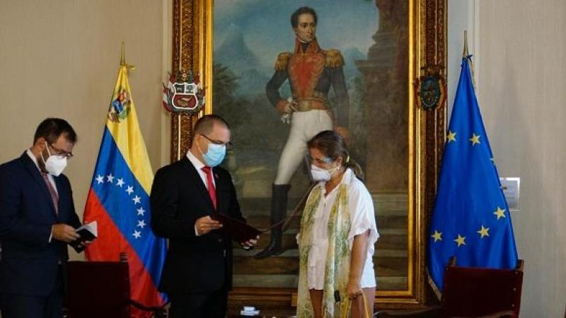 """Venezuela declara """"persona no grata"""" en el país a embajadora de la Unión Europea"""
