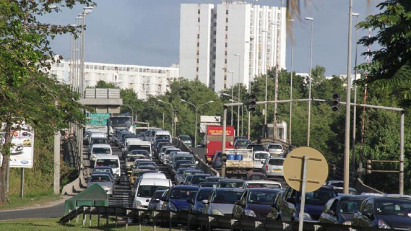 """Selon """"France-Antilles"""", la Martinique attend le démarrage effectif du TCSP"""