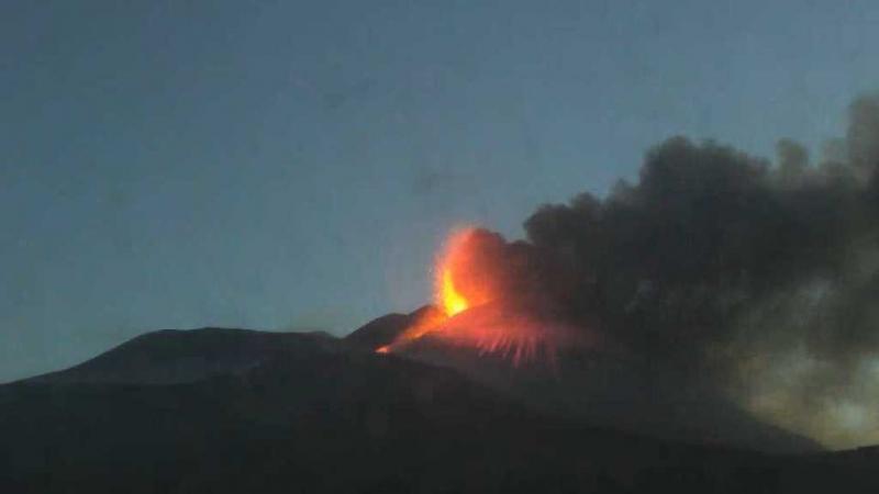 Il saluto dell'Etna