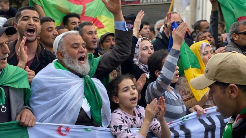 «Généraux à la poubelle, l'Algérie sera indépendante» : la nouvelle révolution algérienne comme moment fanonien ou Penser le Hirak algérien à travers Fanon – Partie 1