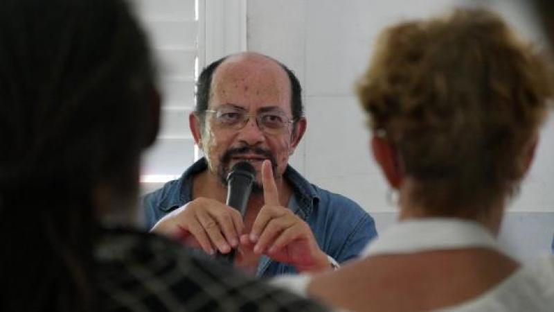 RAPHAËL CONFIANT PARLE DE FRANTZ FANON A L'HABITATION ROUSSEAU