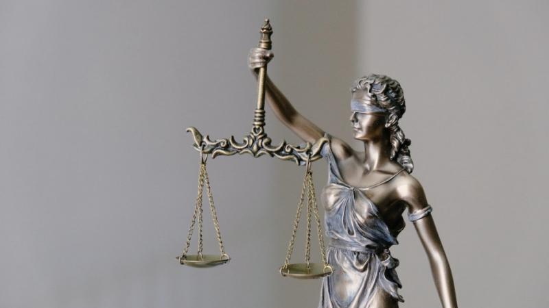 Rentrée littéraire 2021 : la justice française interdit la vente d'un roman