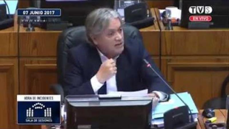Un sénateur chilien, Alejandro Navarro, demande pardon au Venezuela pour les mensonges déversés par la presse de son pays sur la révolution bolivarienne