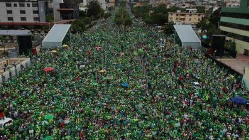 Par milliers, les dominicains descendent dans les rues pour dénoncer la corruption