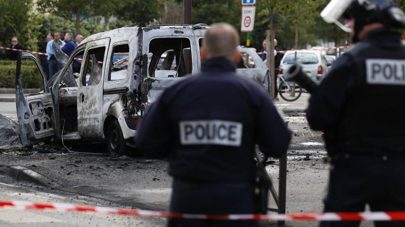 A propos de l'incendie d'une voiture de police à Viry-Châtillon