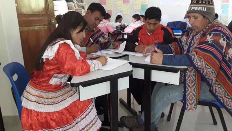 EL QUECHUA YA CUENTA CON MANUAL DE ESCRITURA Y VOCABULARIO PEDAGOGICO
