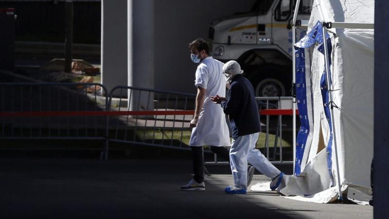 Coronavirus : pour les immigrés, la peur de ne pas être enterré au pays