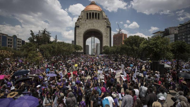 Miles de mujeres protagonizan la mayor marcha por la violencia machista en México