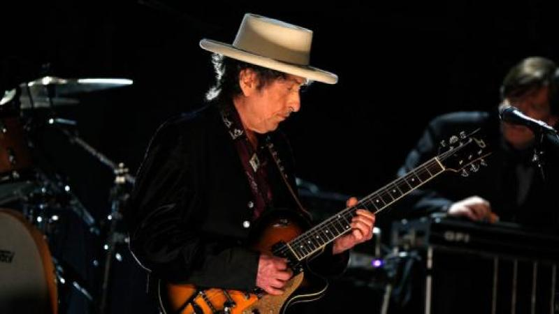 Why Bob Dylan Shouldn't Have Gotten a Nobel