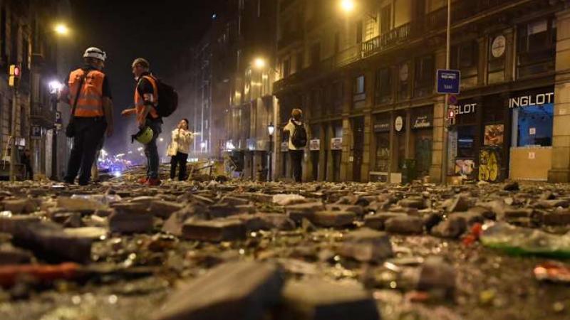 Catalogne : scènes de violence nocturnes à Barcelone après une manifestation d'au moins un demi-million d'indépendantistes