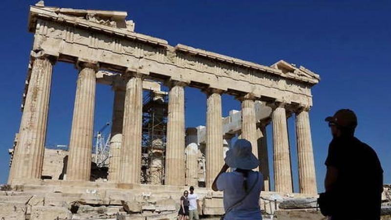 Avec la pandémie, la langue grecque victime de trop d'anglicismes