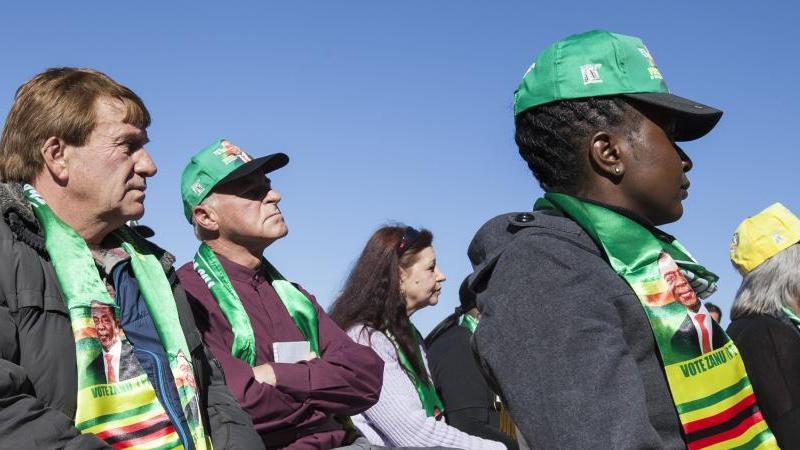 """Zimbabwe : """"accord historique"""" pour dédommager les fermiers blancs expropriés"""