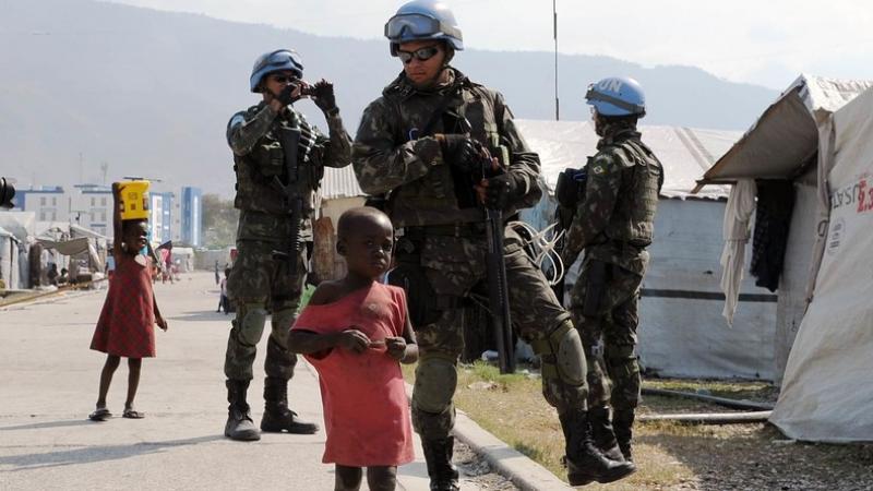 Haïti : après avoir violé les mères, des Casques bleus auraient abandonné «des centaines d'enfants»  En savoir plus sur RT France : https://francais.rt.com/international/69382-haiti-apres-avoir-viole-meres-des-casques-bleus-auraient-abandonne-des-centaine