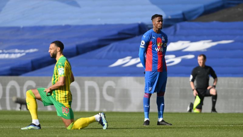 «Dégradant» : le footballeur Wilfried Zaha refuse de mettre le genou à terre contre le racisme
