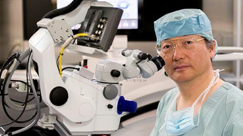 L'ophtalmologiste japonais applaudi par le monde entier