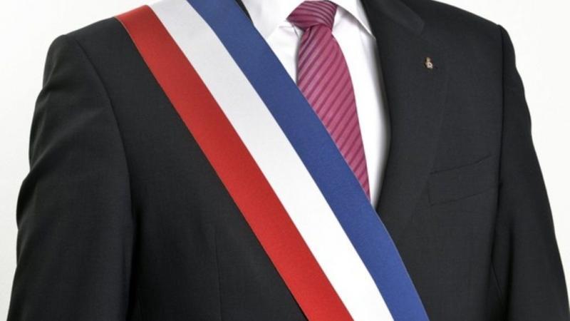 """Ces """"indépendantistes"""" ou """"souverainistes"""" qui arborent fièrement l'écharpe tricolore"""