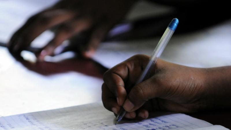 Gauchers ou droitiers : le rendement en lecture et écriture dépend des dispositifs d'accompagnement proposés