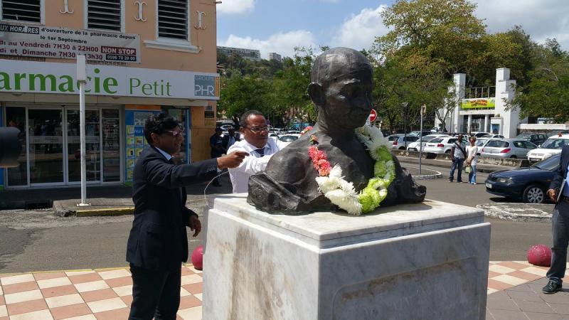 La statue de Gandhi doit être retirée de la place de la Croix-Mission (Fort-de-France) !