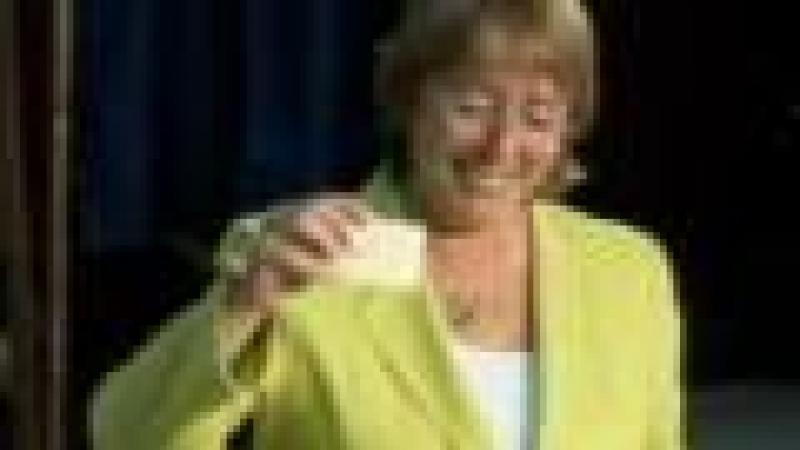 MICHELLE BACHELET (PRÉSIDENTE SOCIALISTE DU CHILI) : « SAVEZ-VOUS POURQUOI LES ETATS-UNIS N'ONT JAMAIS VÉCU DE COUP D'ETAT ? »