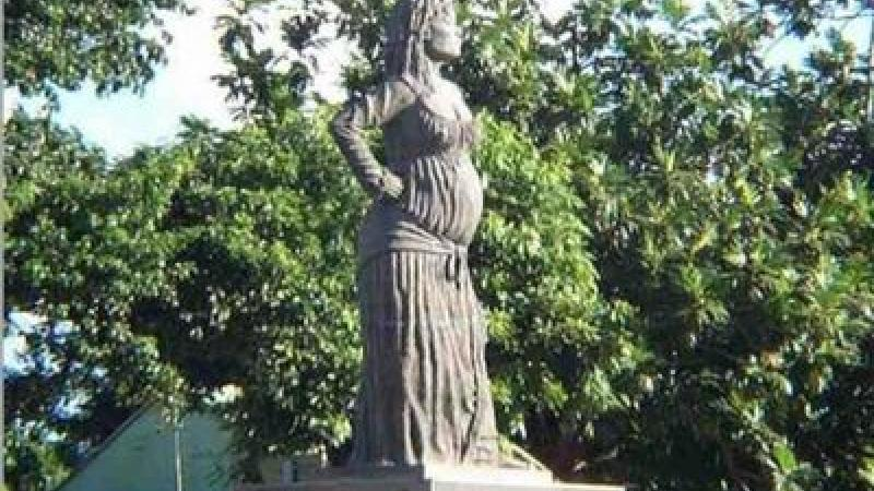 A.R.M.A.D.A : AVEC SOLITUDE, LA MERE DES FEMMES ENTIERES, CONTRE LE FEMINISME OFFICIEL NEO-LIBERAL