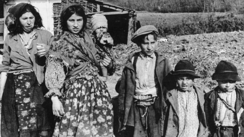 Le 2 août 1944, les nazis assassinaient 2 897 Roms dans les chambres à gaz d'Auschwitz