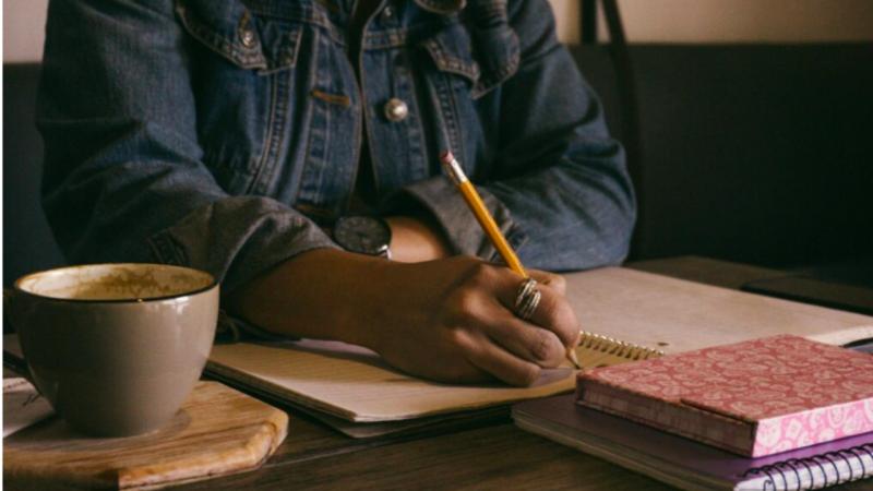 Le cerveau apprend plus facilement quand on écrit à la main