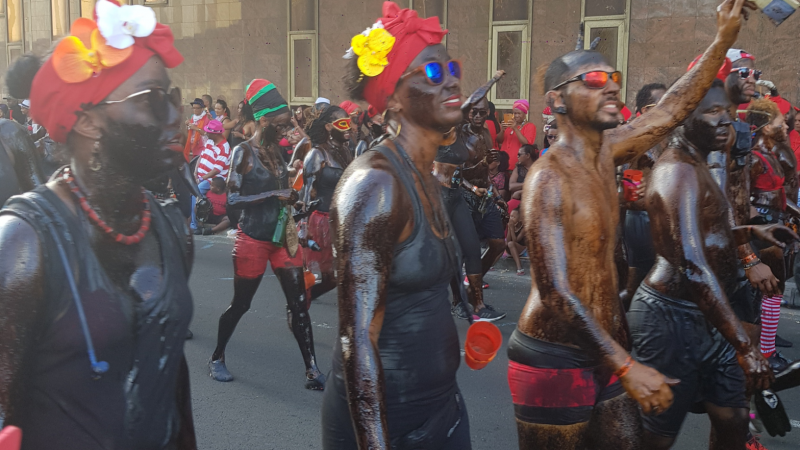 Pendant que les Martiniquais font leur carnaval, Catalans et Kanaks...