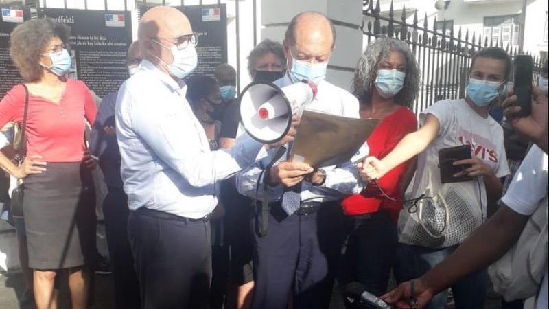 Manif des élus (es) devant le Gouvernorat : le ridicule ne tue pas