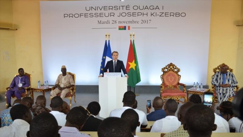 Ces étudiants africains qui applaudissent l'humiliation de leur président de la république...