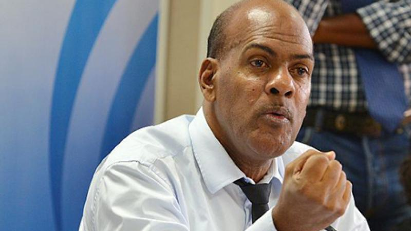 Serge Letchimy s'insurge contre la suppression des vols Roissy-Martinique