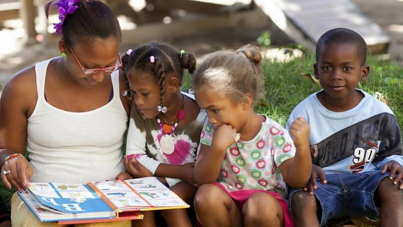 Les enfants apprennent mieux dans leur langue maternelle