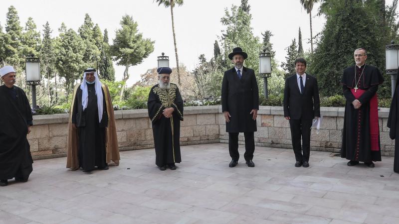 Juifs, musulmans et chrétiens prient ensemble pour la première fois à Jérusalem pour mettre fin au coronavirus