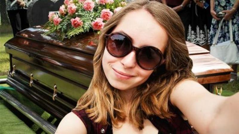 Les scientifiques associent les selfies au narcissisme, à la toxicomanie et à la maladie mentale