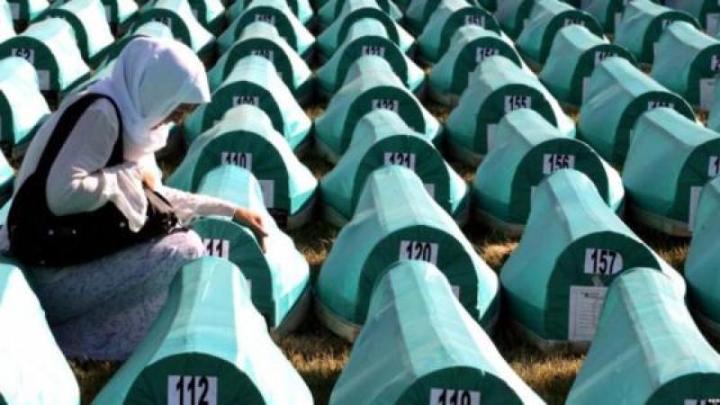 22 ANS APRES L'EXTERMINATION DE 8 000 MUSULMANS A SREBRENICA, LES SERBES DE BOSNIE NIENT LE GENOCIDE
