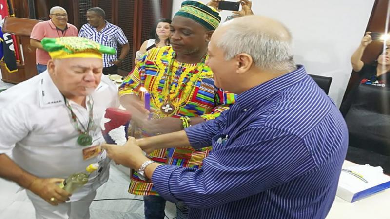 """Babalawos cubanos envían """"resguardo"""" a Díaz-Canel"""
