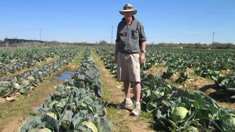 New regime in Zimbabwe hands back land to evicted white farmer